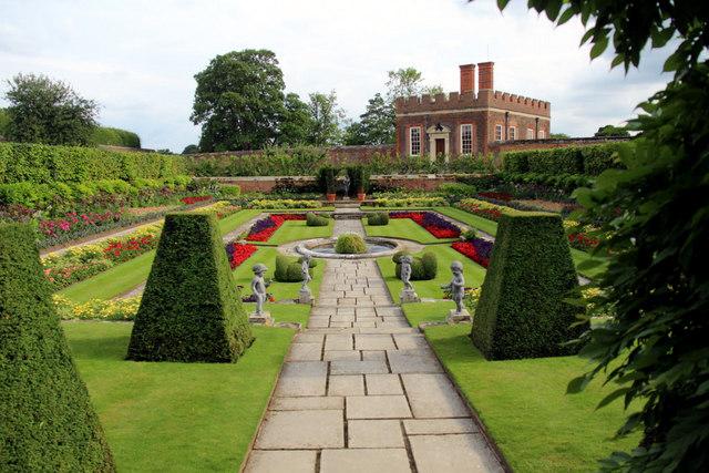 Formal Garden Hampton Court Palace 169 Christine