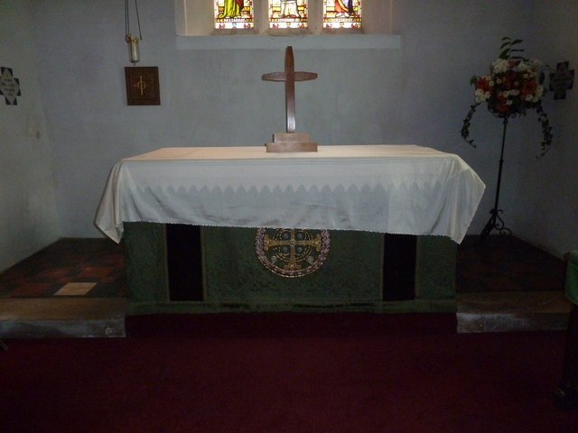Saint Swithun, Headbourne Worthy: altar