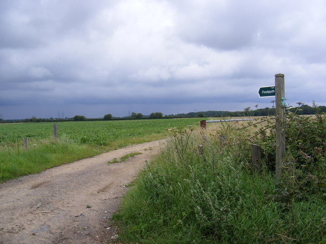 Footpath to the B1121 Aldeburgh Road