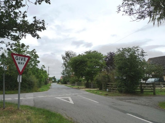 Road junction in Wormington