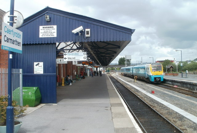 Fragile Roof Carmarthen Railway Station 169 Jaggery Cc By