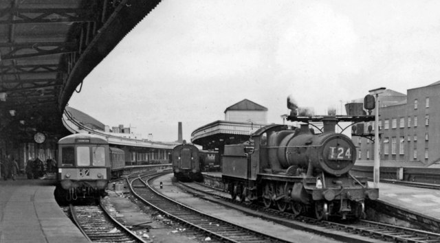 Bristol Temple Meads: Down side,  with locomotive and DMU