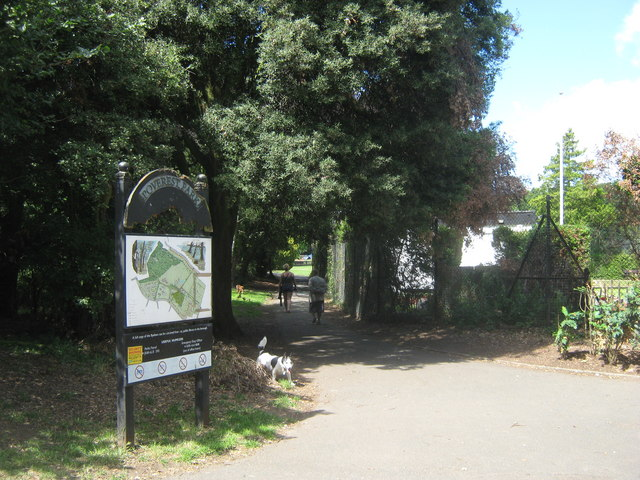 Footpath junction in Poverest Park