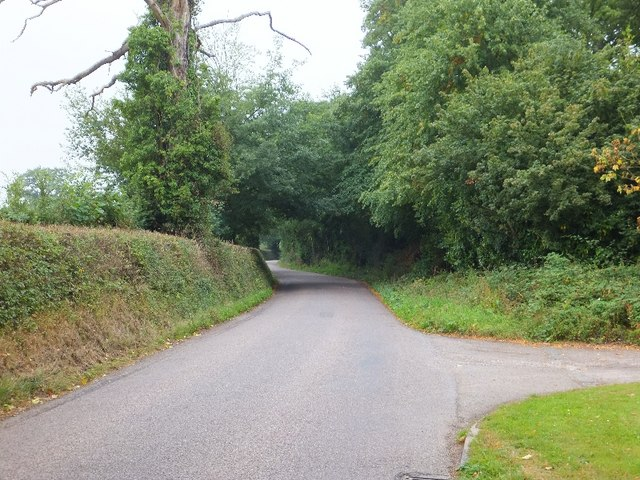 Road passing Fariingdon House