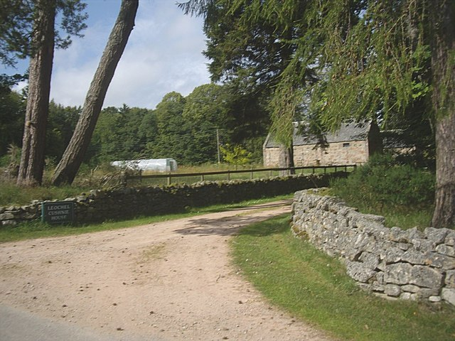 Access to steading, Leochel-Cushnie House