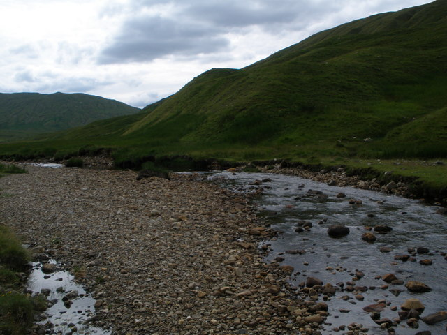 The Abhainn Ghlas flowing down to Loch Lyon