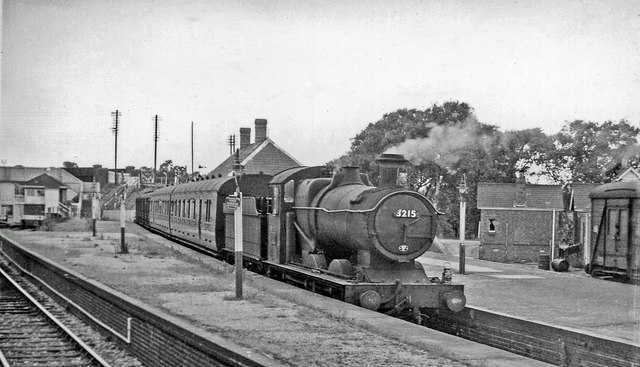 Highbridge (Somerset & Dorset) Station, with train to Evecreech Junction