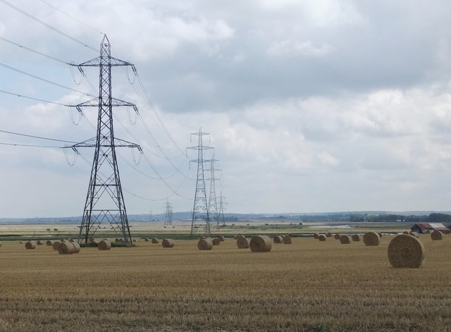Pylons and straw bales, north of Oare village