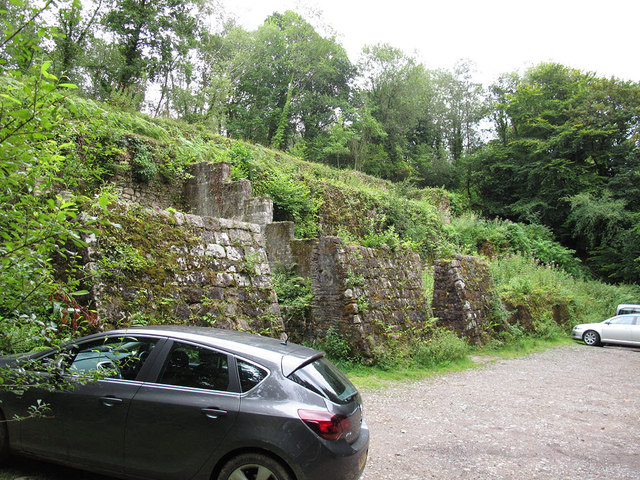 Mine ruins at Shaugh Bridge