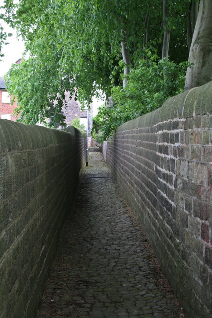 Walled footpath
