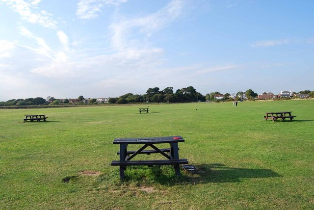 Four places to sit, eat & drink at Stokes Bay