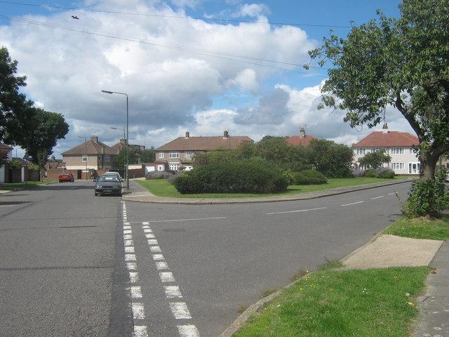 Triangular green beside Little Heath Road
