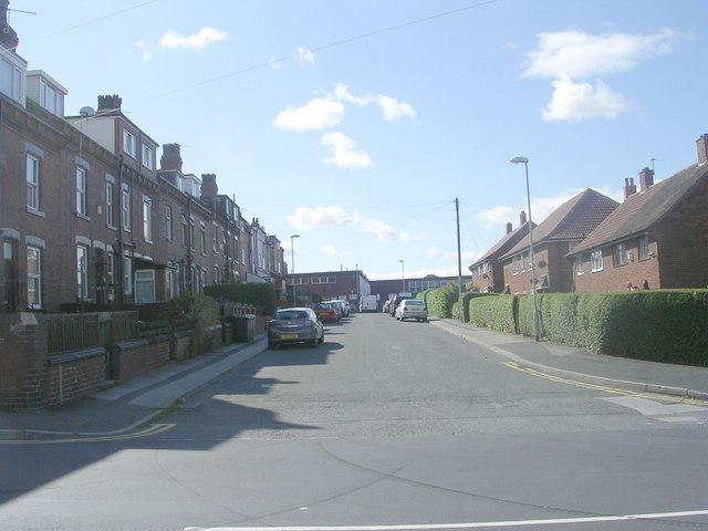 Swallow Crescent - Silver Royd Hill