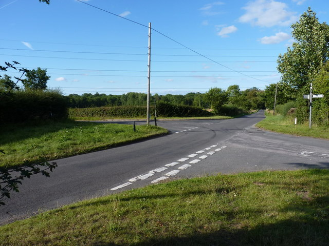 Road junction near Patshull pool