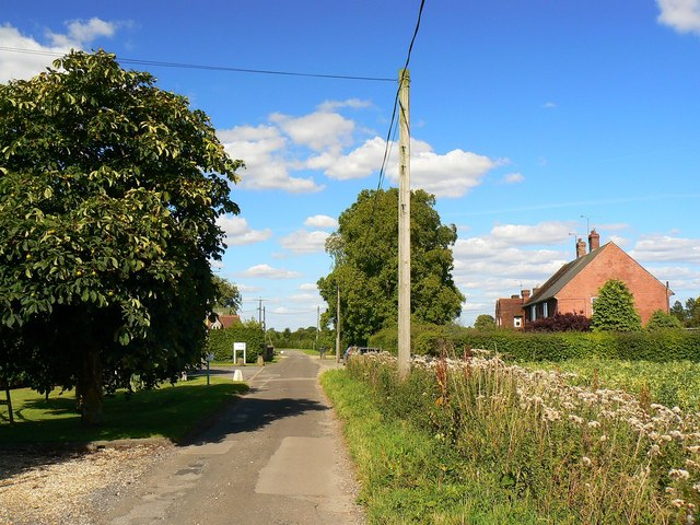 Lane to Wickfield Farm Cottages, Ermin Street, Shefford Woodlands