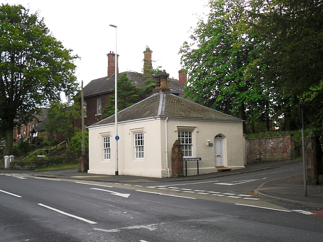 Former toll cottage, London Road