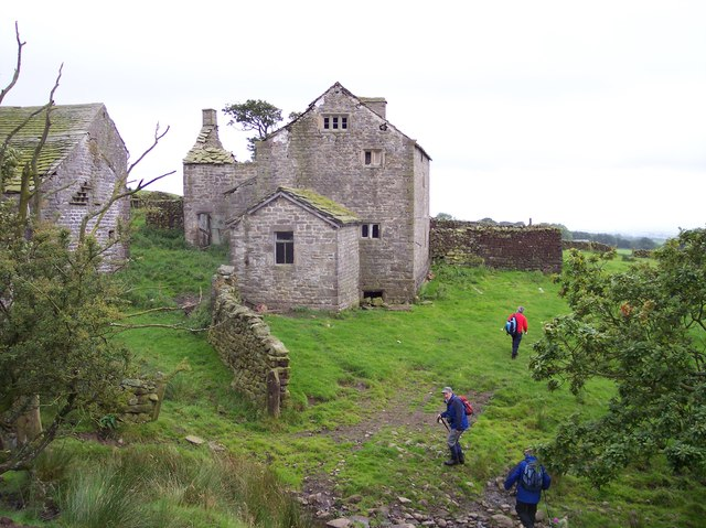 The  ruined farmhouse of Fell End Farm
