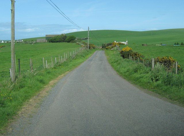 The road to Knocktim and South Cairn