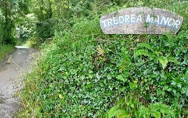 Bridleway towards Tredrea Manor