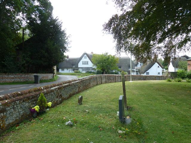 St. Mary the Less, Chilbolton: churchyard (I)