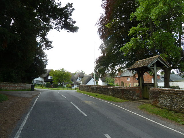 Road passing St. Mary the Less, Chilbolton (SbE)