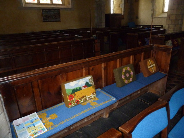 St. Mary the Less, Chilbolton: kneelers and pews