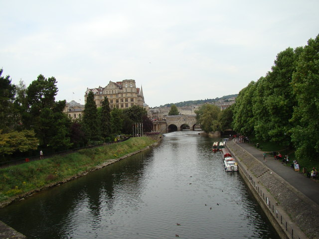 Looking back along the Avon to Pulteney Bridge