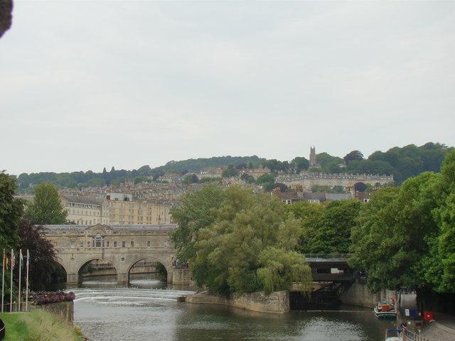 Hills and terraces beyond Pulteney Bridge