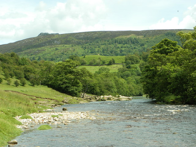 Simon's Seat from the River Wharfe