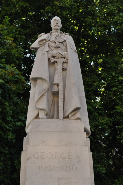 London : Westminster - George V Statue