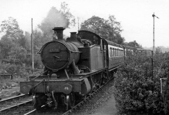 Shrewsbury - Worcester train entering Hampton Loade station