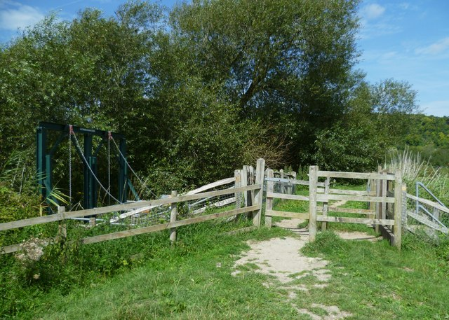 Gate on footpath over sluice on the Arun