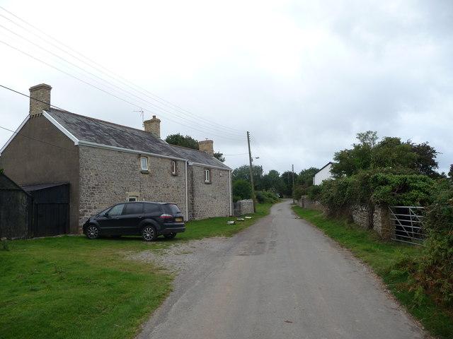 Cottages in Heol-y-mynydd