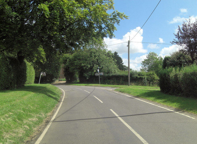 Wield Road junction with Common Hill