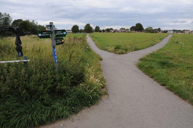 Footpaths near Eaton Wick