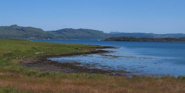 Shoreline at Toberonochy