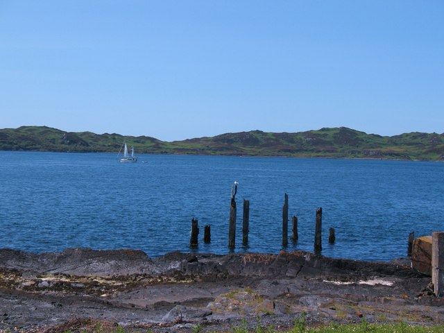 Remains of old pier at Rubha Cuil