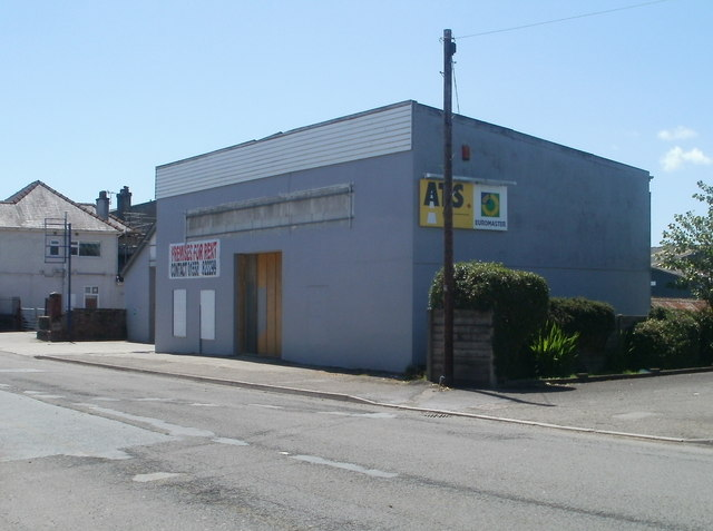 Former ATS Euromaster premises for rent, Ffairfach
