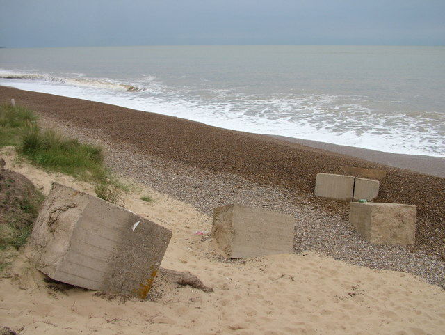 End of the line of tank trap blocks, Sizewell