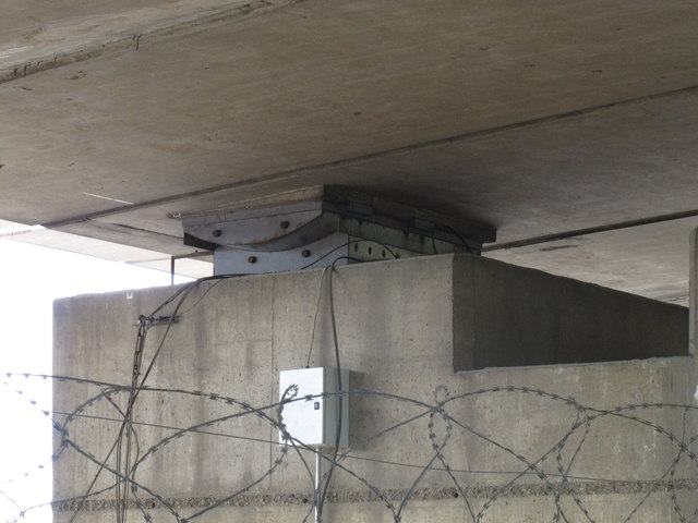 Instrumentation on Westway bridge pier