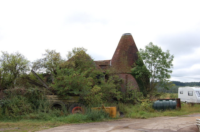 Ruined Oast House, Squibs Farm