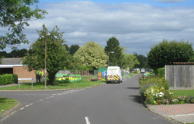 Working on the gas mains - Kennet Way