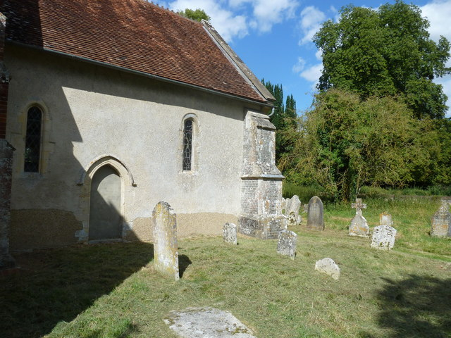 Saint Andrew, Hurstbourne Priors: churchyard (d)