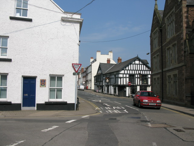 View along Almshouse Street to the Queens Head Inn