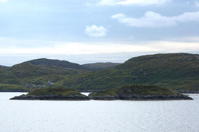 Eileanan a' Ghille-bheid, Loch Tarbert (Loch an Tairbeairt)