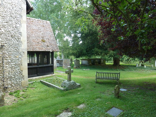 Monxton - St Mary: seat in the churchyard