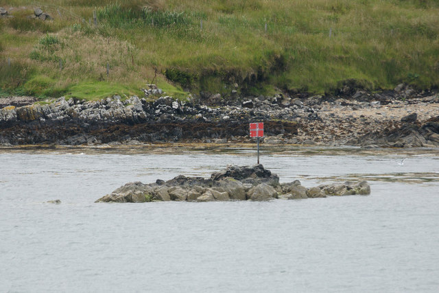 Small skerry with pilot beacon on the approach to Tarbert (An Tairbeart)