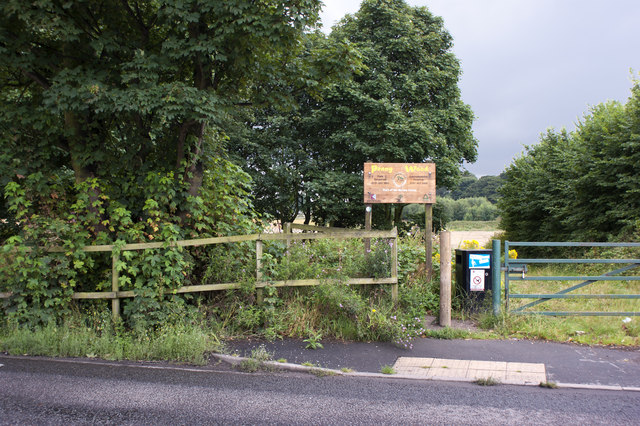 The footpath into Penny Wood