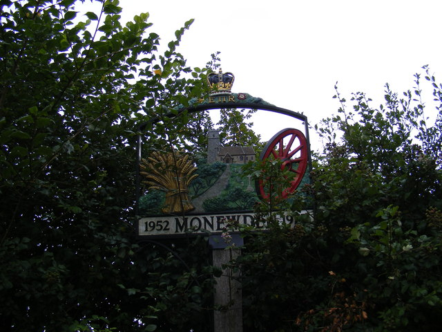 Monewden Village sign