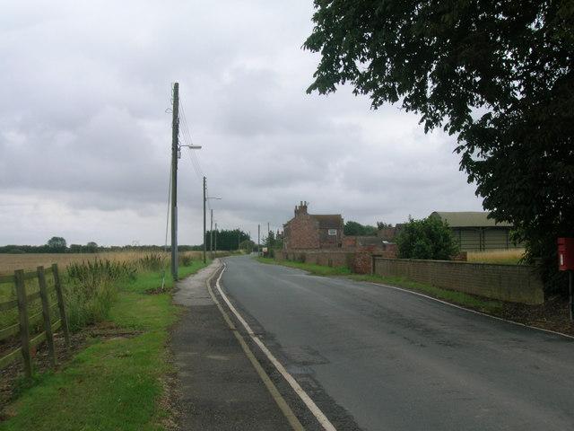 Minor road running east through Ousefleet